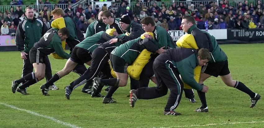 Photo. Richard Lane. .Newcastle v Bath. Zurich Premiership. 11/2/2001.Newcastle go through their match preparation.