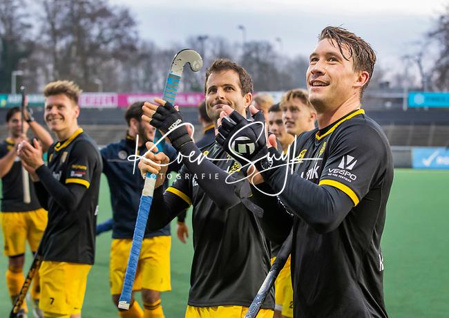 AMSTELVEEN -  Arjen Lodewijks (Den Bosch) (r), de maker van de winnende,  met Austin Smith (Den Bosch)  en links Jelle Galema (Den Bosch)  na de  de competitie hoofdklasse hockeywedstrijd mannen, Amsterdam- Den Bosch (2-3).    COPYRIGHT KOEN SUYK