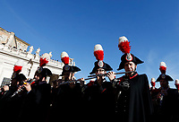 Vatican City, 25th December, 2018. Carabinieri's band perform in St. Peter's Square before the Pope Francis' Urbi et Orbi (In Latin 'to the city and to the world' ) Christmas' day blessing from the central loggia of St. Peter's Basilica.<br /> &copy; Riccardo De Luca UPDATE IMAGES/ Alamy Live News