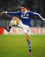 FUSSBALL   EUROPA LEAGUE   SAISON 2011/2012  SECHZEHNTELFINALE FC Schalke 04 - FC Viktoria Pilsen                          23.02.2012 Julian Draxler (FC Schalke 04) Einzelaktion am Ball