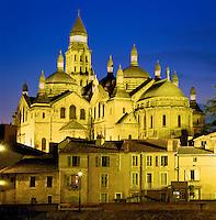 France, Aquitaine, Département Dordogne, Périgord, Périgueux: St. Font Cathedral at night | Frankreich, Aquitanien, Département Dordogne, Périgord, Périgueux: Kathedrale Saint Front am Abend