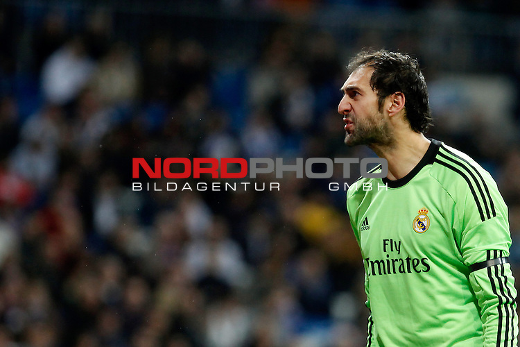 Real Madrid¬¥s goalkeeper Diego Lopez during La Liga match in Santiago Bernabeu stadium in Madrid, Spain. January 06, 2014. Foto © nph / Victor Blanco)