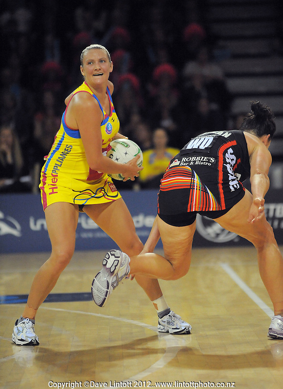 Daya Wiffen in action during the ANZ Netball Championship match between Central Pulse and Canterbury Tactix at Te Rauparaha Arena, Porirua, New Zealand on Monday, 23 April 2012. Photo: Dave Lintott / lintottphoto.co.nz