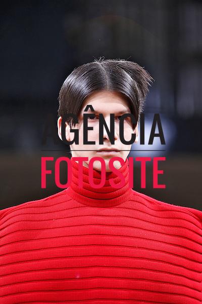 Londres, Inglaterra &ndash; 08/01/2014 - Desfile de JW Anderson durante a Semana de moda masculina de Londres - Inverno 2014. <br /> Foto: FOTOSITE