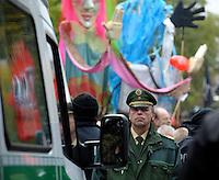 """Nazi Aufmarsch / Demo in Leipzig Ost - Leipziger verhindert den Zug durch die Stadt mit Blockade am S-Bahnhof Sellerhausen - unter dem Motto """"Leipzig nimmt Platz"""" nahmen Hunderte Leipziger an der bunten Gegenveranstaltung teil - sie schafften es den Start des Aufmarsches solange zu verhindern bis die Polizei die Kundgebung für beendet erklärte - in diesem Moment (ca. 16:40) eskalierte die Situation auf Seiten der Sympathiesanten der rechten Szene - Steine und Flaschen flogen - die Polizei bekam die Situation rasch wieder unter Kontrolle - im Bild: Leipzigs Polizeipräsident Horst.Wawrzynski. Foto: Norman Rembarz..Norman Rembarz , ASV-Autorennummer 41043728 , Holbeinstr. 14, 04229 Leipzig, Tel.: 01794887569, Hypovereinsbank: BLZ: 86020086, KN: 357889472, St.Nr.: 231/261/06432 - Jegliche kommerzielle Nutzung ist honorar- und mehrwertsteuerpflichtig! Persönlichkeitsrechte sind zu wahren. Es wird keine Haftung übernommen bei Verletzung von Rechten Dritter. Autoren-Nennung gem. §13 UrhGes. wird verlangt. Weitergabe an Dritte nur nach  vorheriger Absprache.."""