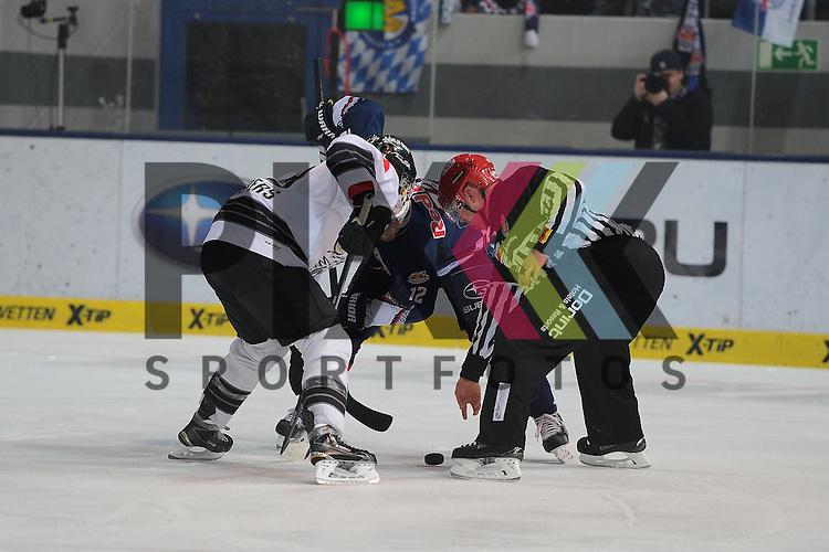 Eishockey, DEL, EHC Red Bull M&uuml;nchen - Thomas Sabo Ice Tigers N&uuml;rnberg. <br /> <br /> Im Bild Jason JASPERS (19) (Thomas Sabo Ice Tigers) und Mads CHRISTENSEN (12) (EHC Red Bull M&uuml;nchen) beim Bully. <br /> <br /> Foto &copy; P-I-X.org *** Foto ist honorarpflichtig! *** Auf Anfrage in hoeherer Qualitaet/Aufloesung. Belegexemplar erbeten. Veroeffentlichung ausschliesslich fuer journalistisch-publizistische Zwecke. For editorial use only.