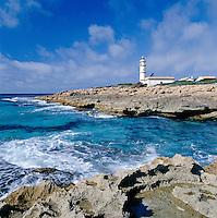 Spain, Balearic Islands, Mallorca, near Colonia de Sant Jordi: Far des Cap de ses Salines is a lighthouse at the southernmost point of the island | Spanien, Balearen, Mallorca, bei Colonia de Sant Jordi: der Far des Cap de ses Salines ist ein Leuchtturm am suedlichsten Punkt der Insel