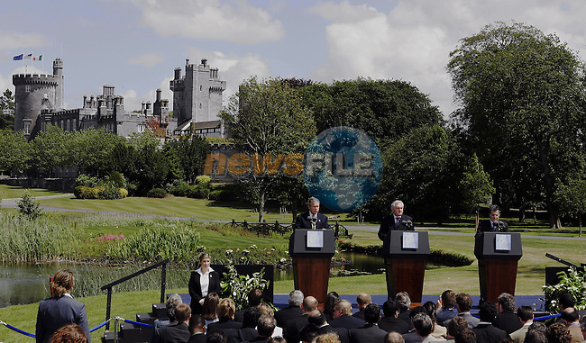 US President George W Bush (L) , EU Commission President Romano Prodi (R) and Irish Prime minister Bertie Ahern,current chairman of the Council,(C) are pictured  26 of june 2004 at the Dromoland Castle (near Shannon West Ireland) during the final press conference of the  the UE-USA Summit. AFP PHOTO GERARD CERLES