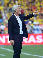 BARRANQUILLA - COLOMBIA -08-10-2015: Jose Pekerman técnico de Colombia gesticula durante el encuentro con Perú válido por la clasificación a la Copa Mundo FIFA 2018 Rusia jugado en el estadio Metropolitano Roberto Melendez en Barranquilla. / Jose Pekerman of Colombia gestures durng match against Peru valid for the 2018 FIFA World Cup Russia Qualifier played at Metropolitan stadium Roberto Melendez in Barranquilla. Photo: VizzorImage / Alfonso Cervantes / Cont