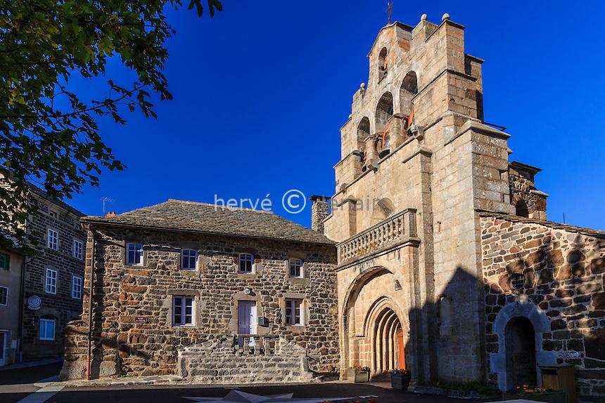 France, Haute-Loire (43), Saint-Front et son église à clocher mur // France, Haute Loire, Saint Front, the church