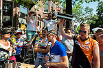 Nederland, Utrecht, 09-06-2015 Spectators along the track of the first stage of the Tour de France / Grand Depart listen to the radio and hear the reporter making clear that Dutch favorite Demoulin is not winning the prologue.  Foto: Gerard Til / Hollandse Hoogte