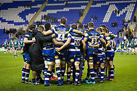 The Bath Rugby team huddle together after the match. Aviva Premiership match, between London Irish and Bath Rugby on November 19, 2017 at the Madejski Stadium in Reading, England. Photo by: Patrick Khachfe / Onside Images