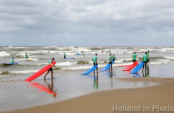 Nederland Katwijk  2016. Surfen. Foto Berlinda van Dam / Hollandse Hoogte