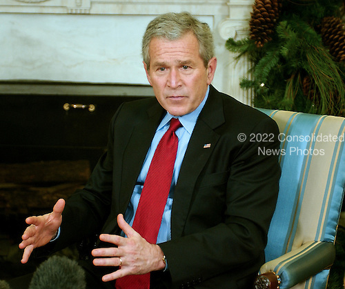 Washington, D.C. - December 4, 2006 -- United States President George W. Bush meets Abdul-Aziz al-Hakim, the Shiite leader of the largest bloc in Iraq's parliament in the Oval Office of The White House in Washington, D.C. on Monday, December 4, 2006. .Credit: Ron Sachs / CNP