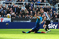 Matt Ritchie of Newcastle United puts Newcastle United 2-1 up during Newcastle United vs Arsenal, Premier League Football at St. James' Park on 15th April 2018