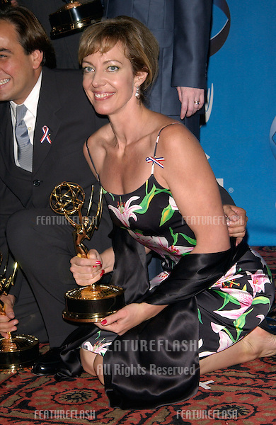 Actress ALLISON JANNEY at the 53rd Annual Primetime Emmy Awards in Century City, California..04NOV2001. © Paul Smith/Featureflash