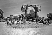 A Sant'Arcangelo di Romagna, (Rimini), &egrave; sorta neglii anni '90 la comunit&agrave; dei Mutoidi. <br /> Mutonia &egrave; la loro citt&agrave;, le case sono  corriere dismesse, carri, camper.<br /> Circa 30 persone che vivono costruendo robot, sculture mobili, arredamenti punk, creature mostrose.