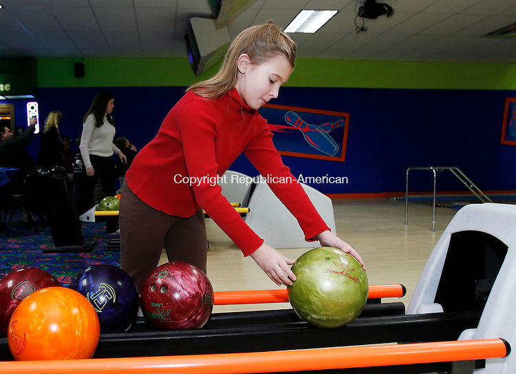 THOMASTON, CT, 01/11/08- 011109BZ08- Mackenzie Fischer, 9, of Litchfield, selects a ball while bowling with her family at Thomaston Lanes Sunday afternoon. <br />  Jamison C. Bazinet Republican-American