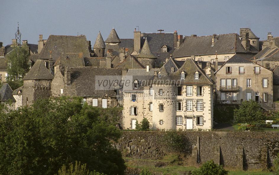Europe/France/Auvergne/15/Cantal/Parc Naturel Régional des Volcans/Salers: Le  village