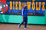 Saarbrueckens Trainer Lukas Kwasniok geht durch das Hermann-Neuberger-Stadion in Voeklingen. <br /> <br /> Foto: Andreas Schlichter/Pool/Thomas Wieck<br /> <br /> Foto © PIX-Sportfotos *** Foto ist honorarpflichtig! *** Auf Anfrage in hoeherer Qualitaet/Aufloesung. Belegexemplar erbeten. Veroeffentlichung ausschliesslich fuer journalistisch-publizistische Zwecke. For editorial use only. DFL regulations prohibit any use of photographs as image sequences and/or quasi-video.