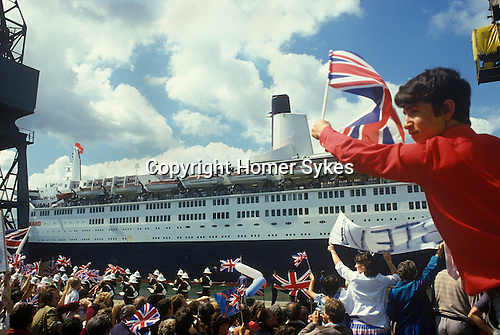 Queen Elizabeth 2 QE2 returns from the Falklands. Family and friends greet them on their return Southampton Dock hampshire Uk 1982. .