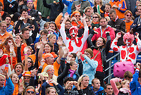16-09-12, Netherlands, Amsterdam, Tennis, Daviscup Netherlands-Suisse, Dutch and Suiss fans join together in the wave