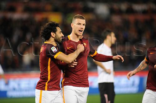 21.02.2016. Stadium Olimpico, Rome, Italy.  Serie A football league. AS Roma versus Palermo. DZEKO celebrates scoring for 1-0 with Salah
