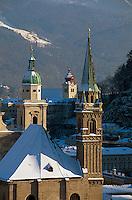 Blick vom Mönchsberg, Dom und Franziskaner-Kirche  in  Salzburg, Österreich