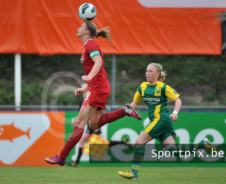 KNVB Beker Finale : ADO Den Haag - FC Twente : Anouk Dekker aan de bal voor Yvette van der Veen<br /> foto DAVID CATRY / Nikonpro.be