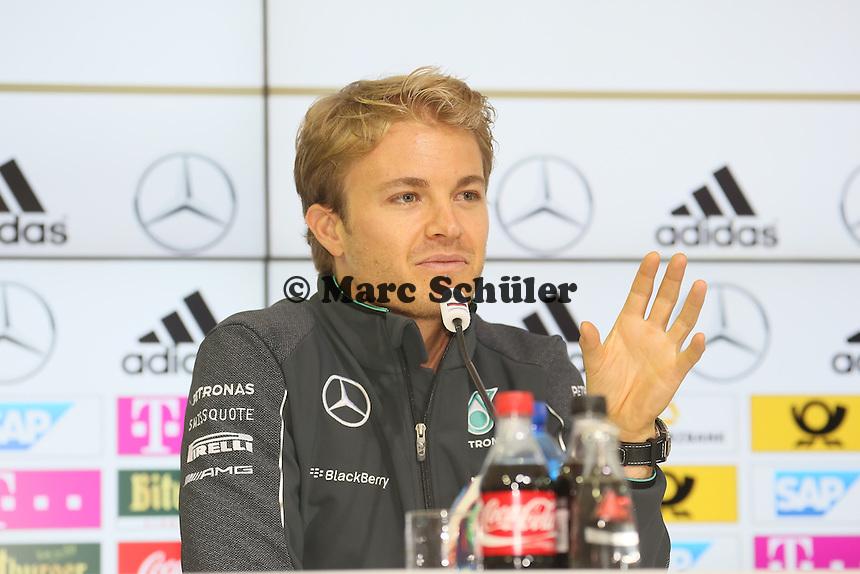 Formel1 Mercedes Pilot Nico Roßberg - Pressekonferenz der Deutschen Nationalmannschaft  zur WM-Vorbereitung in St. Martin