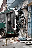 SÃO PAULO,SP,02-11-2013 - ACIDENTE ONIBUS - Um ônibus  invadiu uma loja na Rua Costa Barros na Vila Alpina na zona leste o acidente foi na tarde de ontem (01) e até agora o ônibus esta no local.( Foto Ale Vianna/Brazil Photo Press).