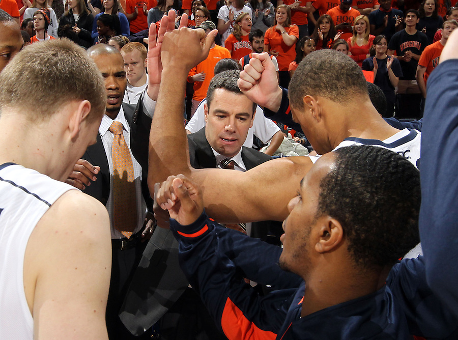 Virginia head coach Tony Bennett huddles with his team during the game against Clemson Thursday in Charlottesville, VA. P