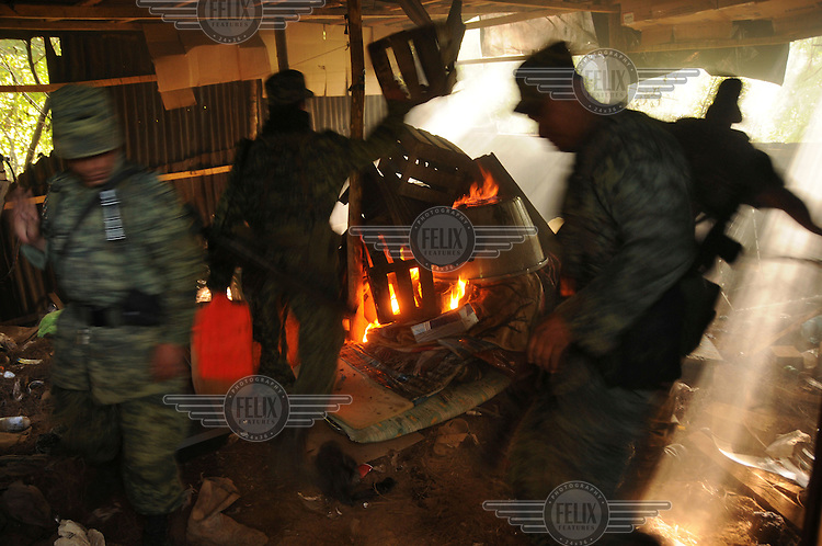 An army regiment based in Morelia begin to burn down a drugs laboratory discovered in a remote mountainous area. In recent years, the Sinaloa cartel and 'La Familia de Michoacan' cartel have turned to the production of the highly addictive drug crystal meth, also known as methamphetamine, metamfetamine or its street name 'Ice'. The production takes place in small laboratories in remote areas which are equipped with sophisticated equipment. ......