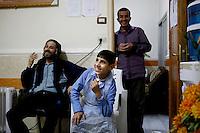 Syria, Deir az-Zor, 2013/03/21..Teenager Wissam (real name withheld) at his work in Al-Noor Hospital in central Deir az-Zor. It's  the largest hospital in town to treat injured or register deads from fightings or shelling in the embattled town at the banks of Eurphrates river. Conditions are poor and all staff works since two years almost non-stop. Even skilled teenager are needed to maintain proceedings as Wissam fullfills his job for his age in an incredible manner..Syrie, Deir ez-Zor, 21/03/2013.L'adolescent Wissam (son nom a été changé) à son travail à l'hôpital Al-Noor dans le centre de Deir az-Zor. Il s'agit du plus grand hôpital de la ville pour soigner les blessés ou enregistrer les  morts aux combats ou lors de bombardements dans la ville assiégée. Les conditions sont mauvaises et l'ensemble du personnel travaille depuis deux ans presque non-stop. Même l'emploi d'adolescents est nécessaire pour maintenir les services ouverts à l'image de Wissam qui fait son travail d'une manière incroyable pour un garçon de cet âge..Photo: Timo Vogt / Est&Ost Photography.