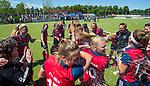 NIJMEGEN -  Vreugde bij Huizen met champagne,     na   de tweede play-off wedstrijd dames, Nijmegen-Huizen (1-4), voor promotie naar de hoofdklasse.. Huizen promoveert naar de hoofdklasse.  COPYRIGHT KOEN SUYK