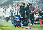 Solna 2014-03-31 Fotboll Allsvenskan AIK - IFK G&ouml;teborg :  <br /> G&ouml;teborgs Sam Larsson omfamnas av G&ouml;teborgs assisterande tr&auml;nare Magnus Edlund efter att ha bivit utbytt i den andra halvleken<br /> (Foto: Kenta J&ouml;nsson) Nyckelord:  AIK Gnaget Solna IFK G&ouml;teborg Bl&aring;vitt glad gl&auml;dje lycka leende ler le