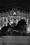 Londyn by night, Trafalgar Square, square in central London, UK