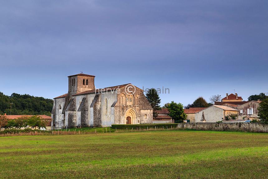 France, Charente (16), Saint-Preuil et l'église Saint-Projet // France, Charente, Saint Preuil, Saint Projet church