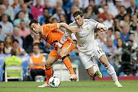 MADRI, ESPANHA, 05.04.2014 - CAMP. ESPANHOL - REAL MADRID X VALENCIA - <br /> Gareth Bale (E) ogador do Real Madrid em partida contra o Valencia, v&aacute;lida pelo Campeonato Espanhol, no Est&aacute;dio Santiago Bernab&eacute;u, em Madri, neste domingo. O jogo terminou 2 a 2. (Foto: Cesar Cebolla / Brazil Photo Press).