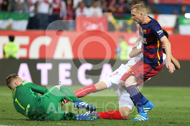 FC Barcelona's Mathieu (R) and Ter Stegen (L) during Spanish Kings Cup Final match. May 22,2016. (ALTERPHOTOS/Rodrigo Jimenez)