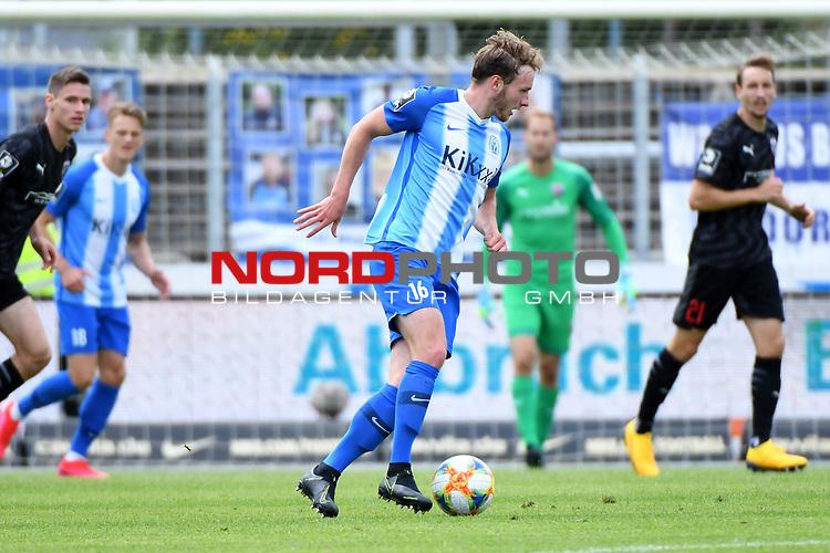 28.06.2020, Hänsch-Arena, Meppen, GER, 3.FBL, SV Meppen vs. FC Ingolstadt 04 <br /> <br /> im Bild<br /> Florian Egerer (SV Meppen, 16) am Ball.<br /> <br /> DFL REGULATIONS PROHIBIT ANY USE OF PHOTOGRAPHS AS IMAGE SEQUENCES AND/OR QUASI-VIDEO<br /> <br /> Foto © nordphoto / Paetzel