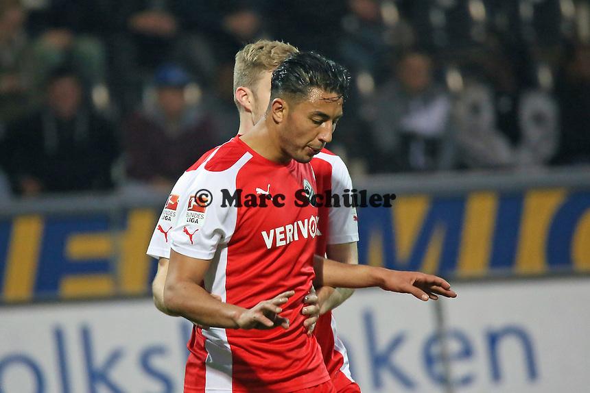 Aziz Bouhaddouz (SVS) hat gegen seinen langjährigen Ex-Verein getroffen zum 0:1 und kann nicht jubeln - FSV Frankfurt vs. 1. FC Kaiserslautern, Frankfurter Volksbank Stadion