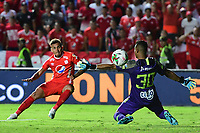CALI - COLOMBIA, 19-10-2019: Duvan Vergara del América dispara para anotar el segundo gol de su equipo partido por la fecha 18 de la Liga Águila II 2019 entre América de Cali y Atlético Nacional jugado en el estadio Pascual Guerrero de la ciudad de Cali. / Duvan Vergara of America shoots to score the second goal of his team during match for the date 18 as part of Aguila League II 2019 between America de Cali and Atletico Nacional played at Pascual Guerrero stadium in Cali. Photo: VizzorImage / Nelson Rios / Cont