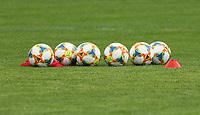 Bälle liegen zum Training bereit - 04.06.2019: Training der Deutschen Nationalmannschaft zur EM-Qualifikation in Venlo/NL