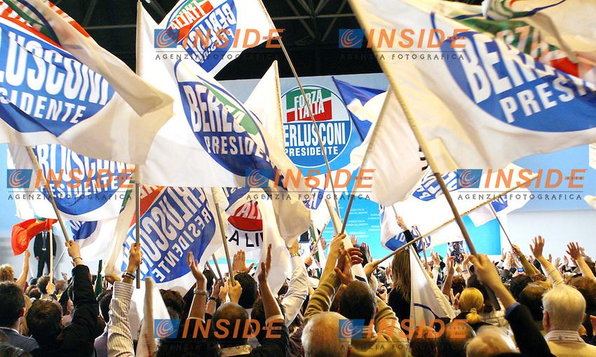 Roma 05-04-2006 Forza Italia:Chiusura dell Campagna Elettorale con Silvio Berlusconi<br /> Nella foto bandiere di Forza Italia<br /> Photo Serena Cremaschi Insidefoto