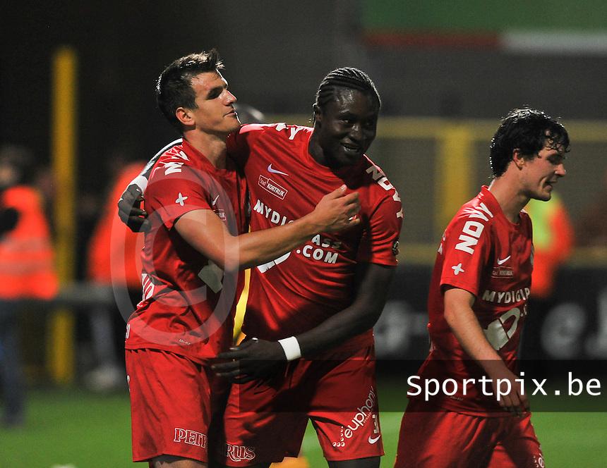 KV Kortrijk - Club Brugge KV : Ivan Santini en Elimane Coulibaly (midden) vieren de 3-1 voor Kortrijk<br /> foto VDB / Bart Vandenbroucke