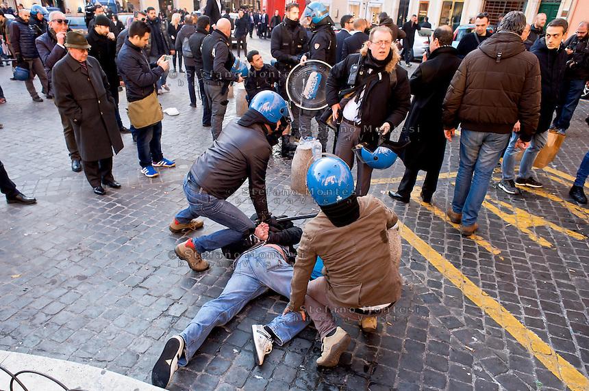 Roma 19 Febbraio 2015<br /> Lancio di fumogeni e di bombe carta in piazza di Spagna, dove si sono riuniti circa 500 tifosi olandesi del Feyenoord, in vista della partita che si svolger&agrave; stasera allo stadio Olimpico contro la Roma.Nella guerriglia sono rimasti feriti 10 agenti e tre tifosi olandesi. Tifosi del Feyenoord arrestati dalla polizia<br /> Rome February 19, 2015<br /> Launch of smoke and paper bombs in Piazza di Spagna, where gathered about 500 Dutch fans of Feyenoord, in view of the match that will take place tonight at the Olympic Stadium against Roma. In guerrilla wounded 10 policemen and three Dutch fans. Feyenoord fans arrested by police