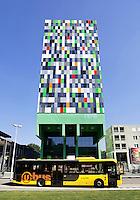 Nederland, Utrecht, 2015 06 12 . Casa Confetti is de naam van een van de gebouwen op het Utrechtse universiteitsterrein De Uithof. In de woontoren bevinden zich 377 studentenwoningen. Het ontwerp is afkomstig van Architectenbureau Marlies Rohmer.