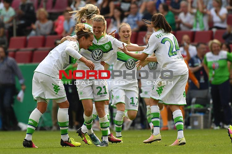 21.05.2016, RheinEnergie Stadion, Koeln, GER, DFB Pokal Finale Frauen 2015/2016  SC Sand vs VfL Wolfsburg  <br /> im Bild / picture shows: <br /> <br /> nach dem Ende des Spiel jubelt die Wolfsburger Mannschaft &uuml;ber den Pokalsieg <br /> Lara Dickenmann ( VFL Wolfsburg #21 )Ewa Pajor ( VFL Wolfsburg #17 )<br /> <br /> <br /> Foto &copy; nordphoto / meuter