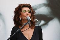 NAPOLES, ITALIA, 09.07.2016 - SOPHIA-LORENA atriz italiana Sophia Loren recebe o título de cidadão honorário de Nápoles, durante uma cerimônia no pátio do Castelo Maschio Angioino em Nápoles, sul da Itália. (Foto: Esposito Salvatore / Brasil Photo Press)